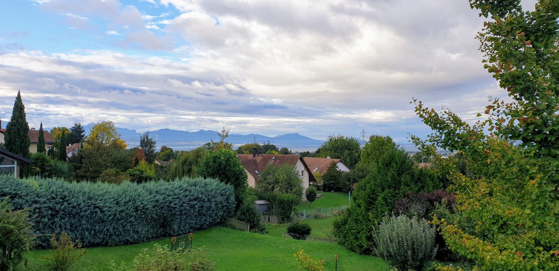 JOUXTENS - Belle villa jumelle