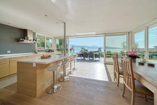 LUTRY - Magnifique villa rénovée avec belle vue sur le lac